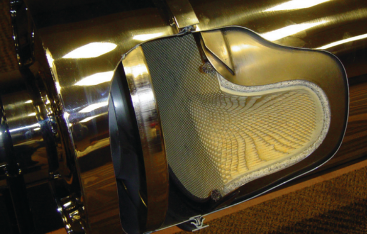 Photo of diesel particulate filter, courtesy of Les Smart of HDT TruckingInfo